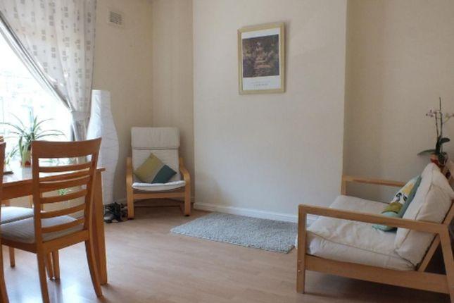 3 bed flat to rent in Fielding Street, London