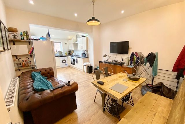 3 bed shared accommodation to rent in Sharrow Lane, Sheffield S11