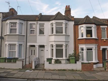 Thumbnail Maisonette to rent in Polthorne Grove, Plumstead