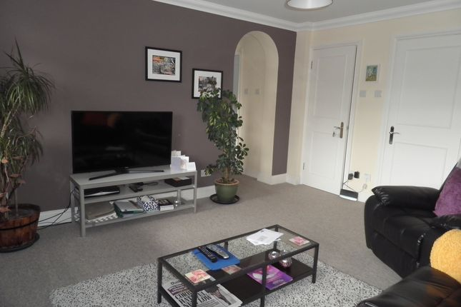 Thumbnail Flat to rent in Warwick Court, Warwick Road, Beaconsfield
