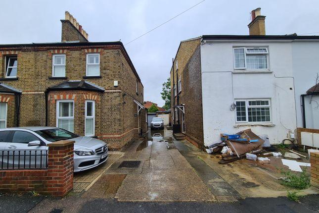 Thumbnail Flat to rent in New Road, Uxbridge