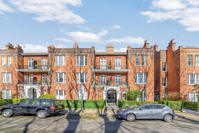 3 bed flat for sale in Bishops Park Road, Fulham