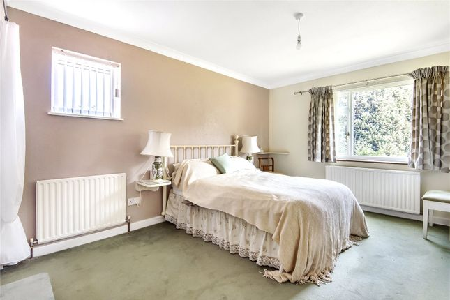 Picture No. 09 of Homewood Crescent, Chislehurst BR7