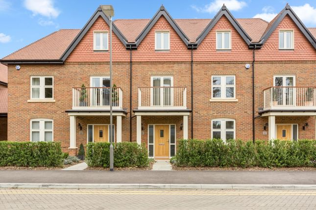 Thumbnail Town house to rent in Mill Lane, Taplow, Maidenhead