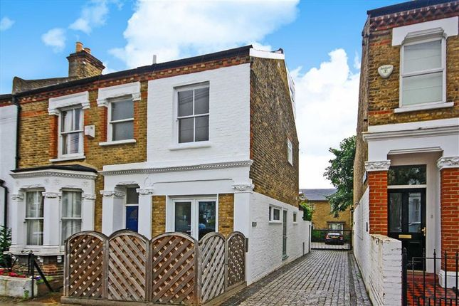 2 bed property for sale in Southfields Road, London