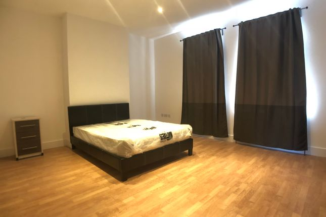 Thumbnail Shared accommodation to rent in High Road, North Finchley