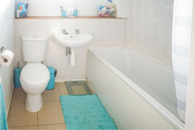 Bathroom of Daimler Close, Birmingham B36