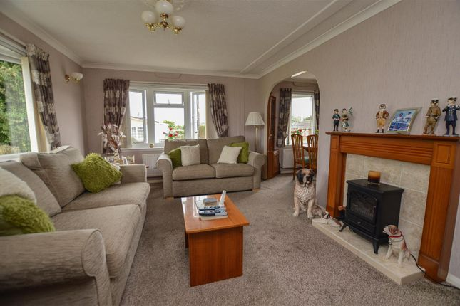 Thumbnail Mobile/park home for sale in Half Moon Lane, Pepperstock, Luton