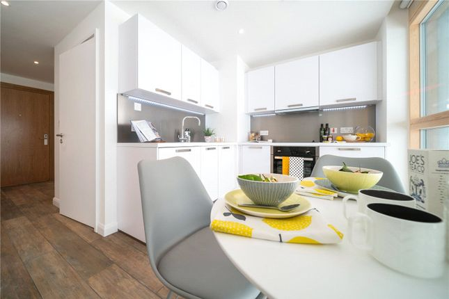 Thumbnail Flat to rent in Queen Street, Maidenhead, Berkshire
