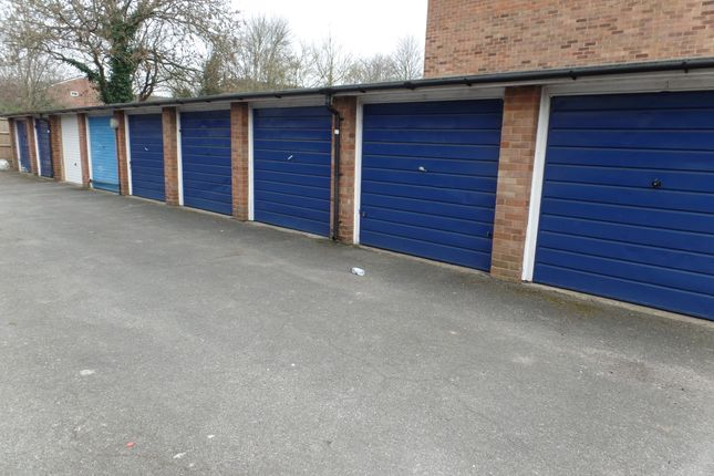 Parking/garage to rent in Compton Road, Hayes