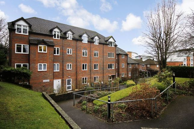 Thumbnail Flat for sale in Meadsview Court, Farnborough