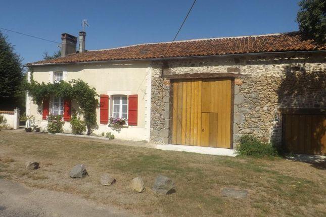 Farmhouse for sale in Poitou-Charentes, Charente, Oradour Fanais