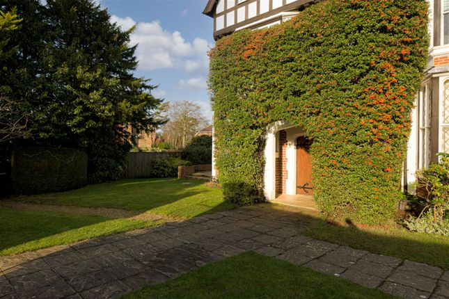 Communal+Gardens of Foley Road, Claygate, Esher KT10