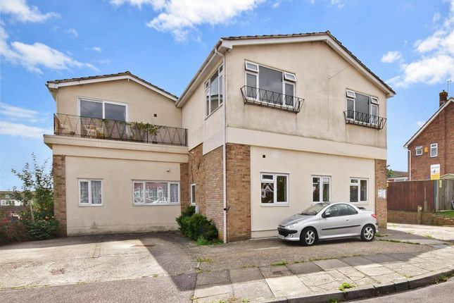 Flat to rent in Lambs Walk, Seasalter, Whitstable