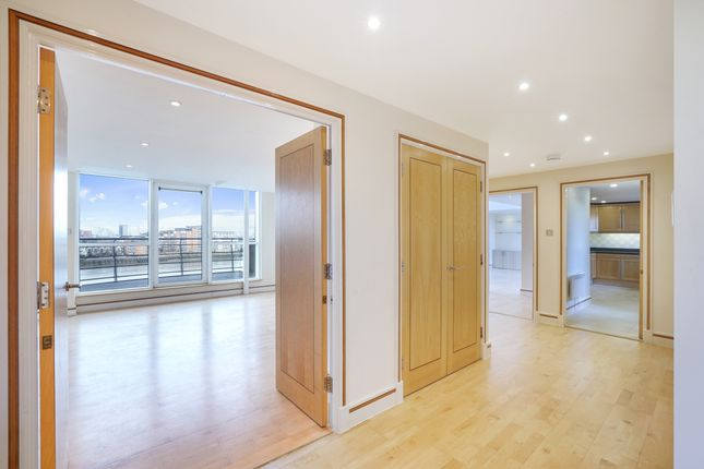 Thumbnail Flat to rent in Glaisher Street, London