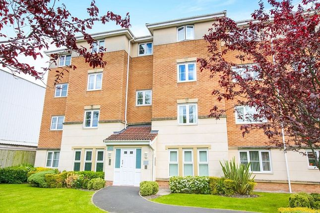 Thumbnail Flat to rent in Cravenwood Road, Reddish, Stockport