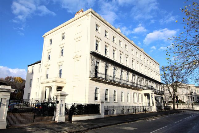 2 bed flat to rent in Newbold Terrace, Leamington Spa