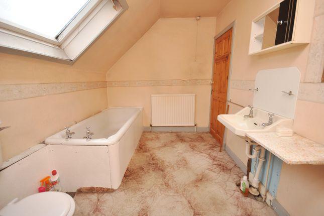 Bathroom of 37 Main Street, Barrhill KA26