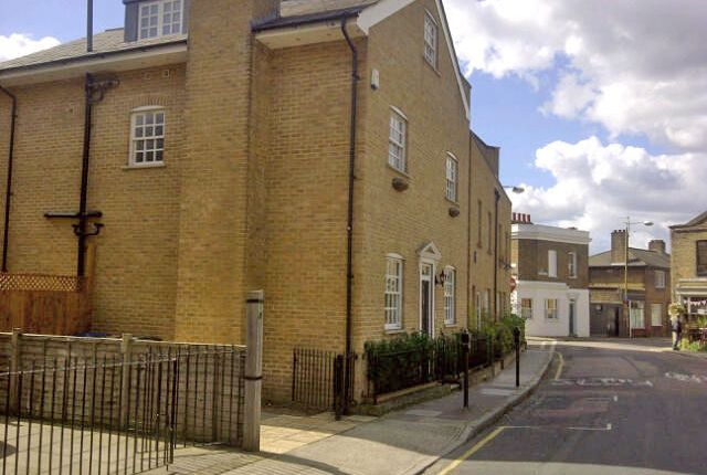 5 bed detached house to rent in Roan Street, London SE10