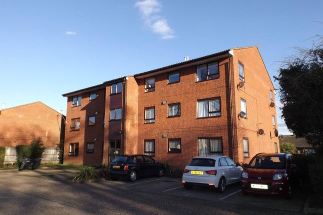 Thumbnail Flat to rent in Kimberley Close, Langley