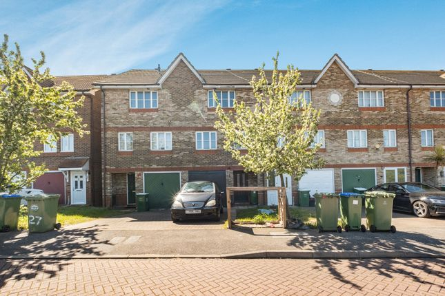 4 bed property for sale in St Andrews Close, London SE28
