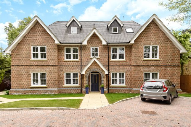 Thumbnail Flat for sale in Gerrards Cross Road, Stoke Poges, Buckinghamshire