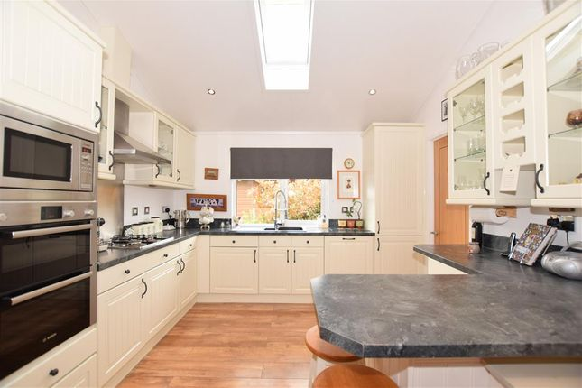 Thumbnail Mobile/park home for sale in Wateringbury Road, East Malling, Kent
