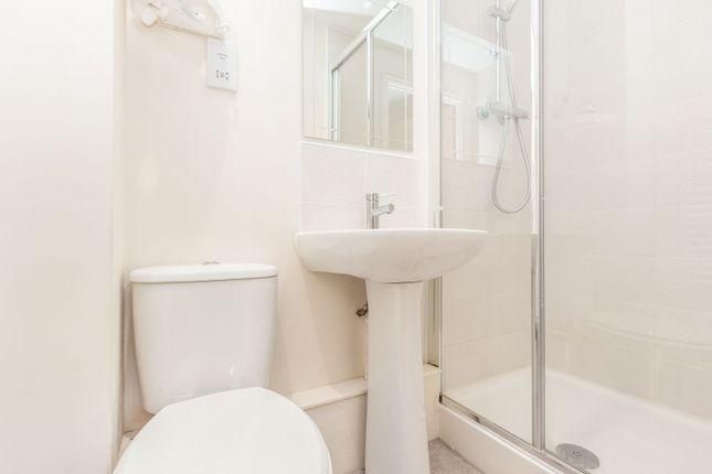 En-Suite of Edge Street, Aylesbury HP19