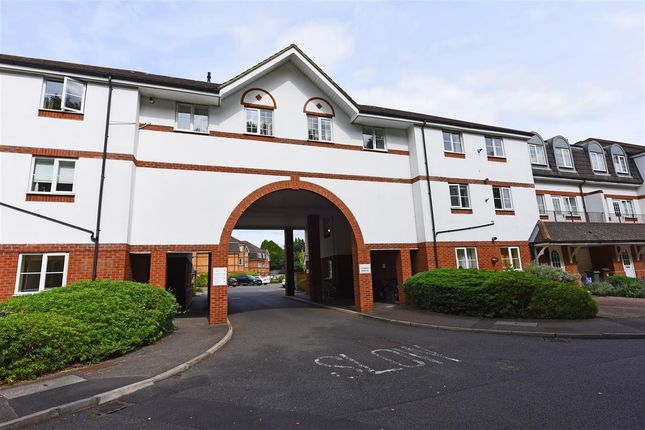 Thumbnail Flat to rent in Mountcombe House, Chaucer Way, Wimbledon