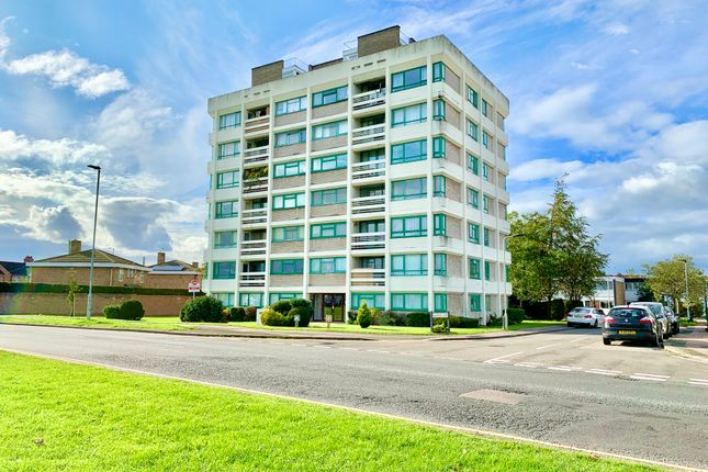 Flat to rent in Heron Heights, Bedford