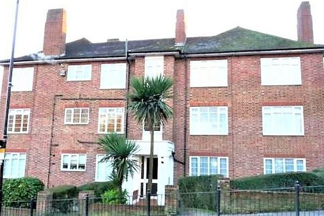 Thumbnail Flat to rent in Risborough Close, Muswell Hill