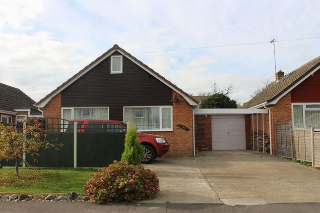 Thumbnail Bungalow to rent in Fairway, Calne