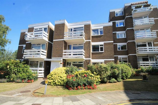 2 bed flat to rent in Mountcombe Close, Surbiton