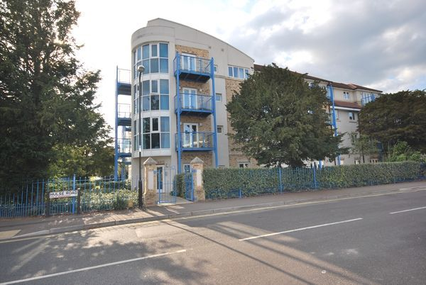 2 bed flat to rent in Hulse Road, Banister Park, Southampton