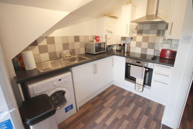 Thumbnail Flat to rent in King Charles Road, Berrylands, Surbiton