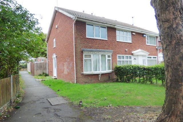 Thumbnail Town house to rent in Warrels Court, Bramley, Leeds