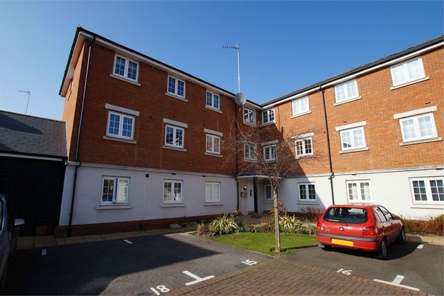 2 bed flat for sale in Salisbury Close, Rayleigh, Essex