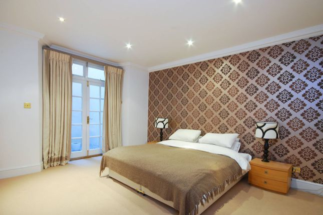 Flat to rent in Queens Gate, South Kensington, London