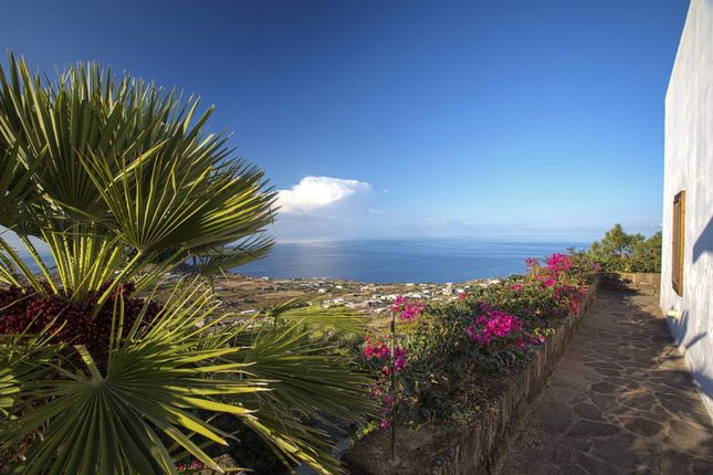 Town house for sale in Via Belvedere, Pantelleria