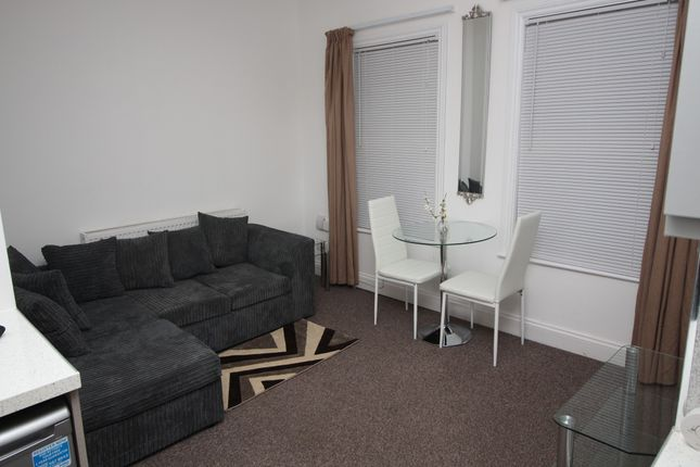 1 bed flat to rent in York Road, Ilford, Essex IG1