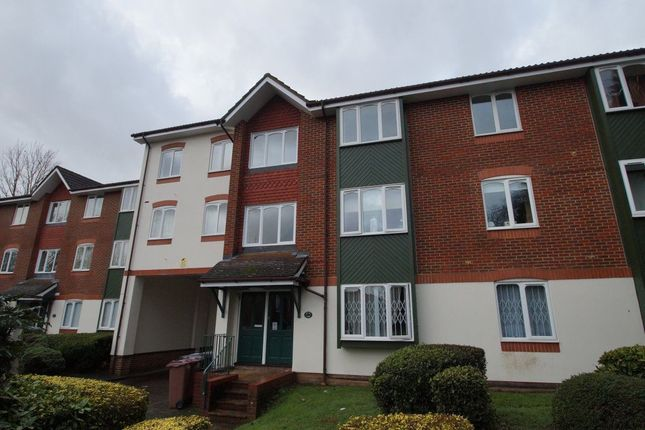 Thumbnail Flat to rent in Missenden Gardens, Burnham, Slough