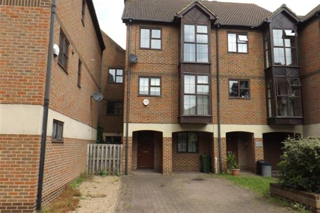 Thumbnail Town house to rent in 4 Bed Townhouse, Hathaway Court, The Esplanade, Rochester
