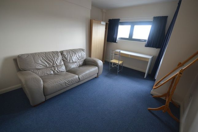 Flat to rent in |Ref: F33Med|, Southampton Street