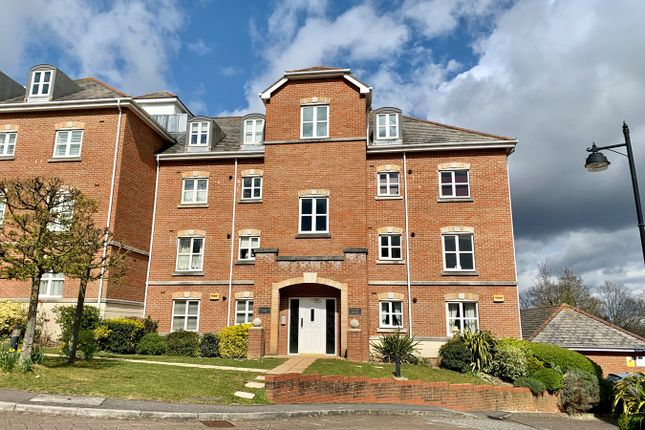2 bed flat for sale in Hillcroft Close, Lymington SO41
