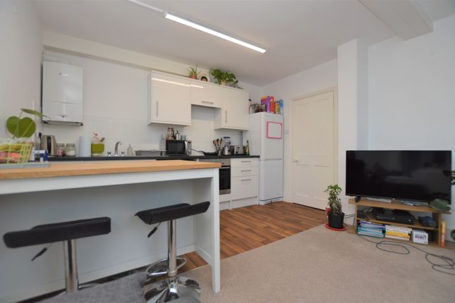 1 bed flat to rent in Hermon Hill, Wanstead E11