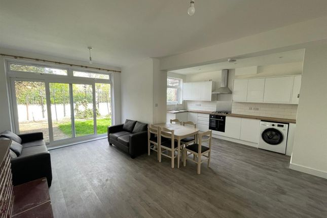 Thumbnail Property to rent in West Road, Clapham, London