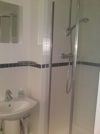 2 bed flat to rent in Seaton Square, Mill Hill
