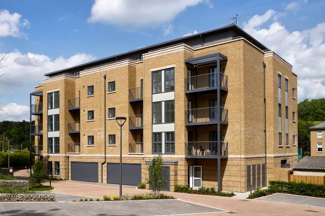 2 bed flat for sale in Godstone Road, Caterham CR3