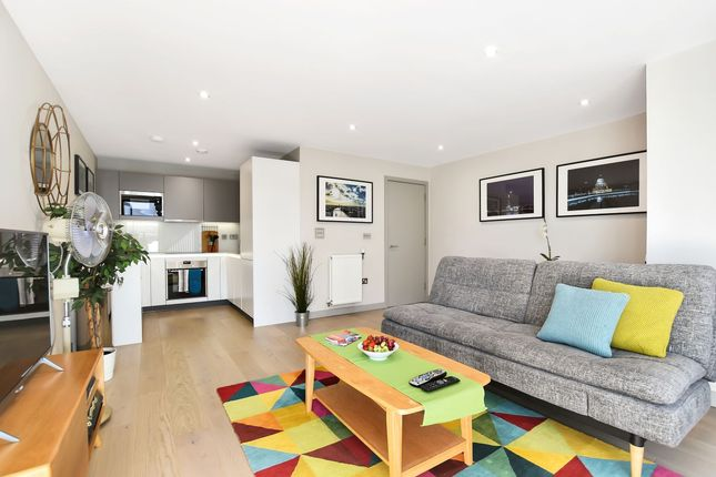 Thumbnail Flat to rent in Singapore Road, London