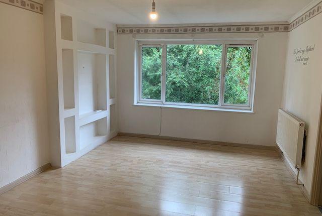 Thumbnail Flat to rent in Buckingham Avenue, Perivale, Greenford